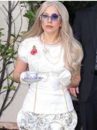 "Parrucche Lady Gaga Buona 22"" Senza Frangia Mossa"